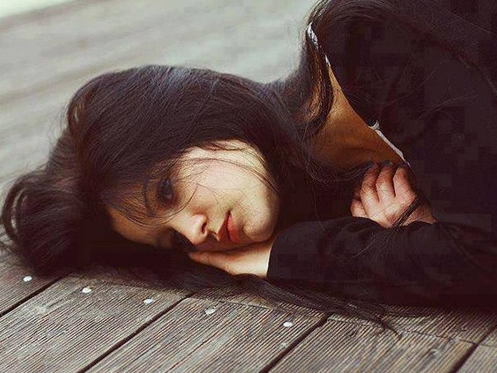Nhìn xấp tiền dày cộm của mẹ người yêu, tôi ứa nước mắt khi nghe từng lời ghét bỏ của bà chỉ vì lỗi lầm mà tôi không hề mong muốn