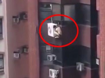 Đang vụng trộm với nhân tình thì chồng của bồ về nhà, nam thanh niên có màn thoát thân khiến cả tòa nhà choáng váng