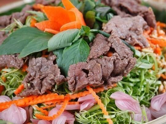 Nộm thịt bò giúp chống đầy ngấy ngày Tết