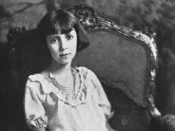 """Nữ thần đồng 10 tuổi đã vang danh thế giới nhưng cuộc đời sớm lụi tàn, bi kịch đến từ 4 từ đáng sợ: """"Miệng lưỡi thiên hạ"""""""