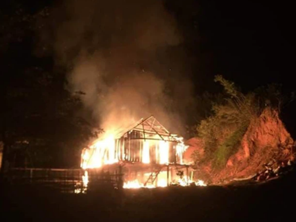Nghệ An: Xin tiền mà mẹ nói không có, con trai 21 tuổi phóng hỏa đốt nhà