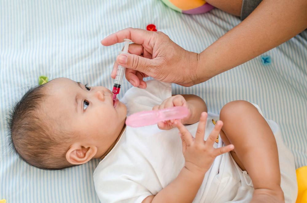 Cách chăm sóc trẻ sơ sinh bị sốt khi tiêm phòng