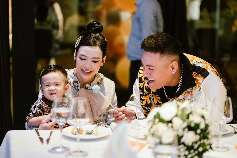 Con dâu ông trùm điện tử Sài Gòn lần đầu chia sẻ về cuộc sống 'mẹ bỉm' nhà hào môn: Được cả nhà chăm sóc đủ thứ mà cứ buồn và vô toilet khóc - Ảnh 3