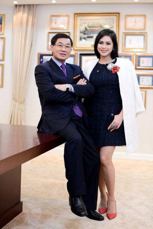 Johnathan Hanh Nguyen va vo Le Hong Thuy Tien