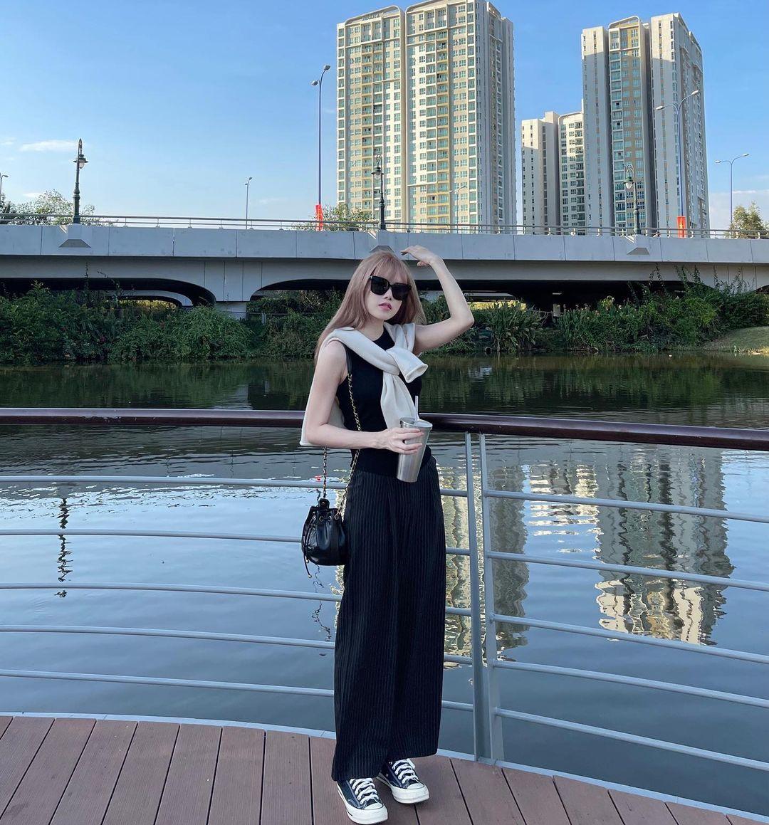 Sao Việt có loạt cách diện áo hai dây đẹp từ đi biển đến dạo phố mà trông chẳng phô phang - Ảnh 5