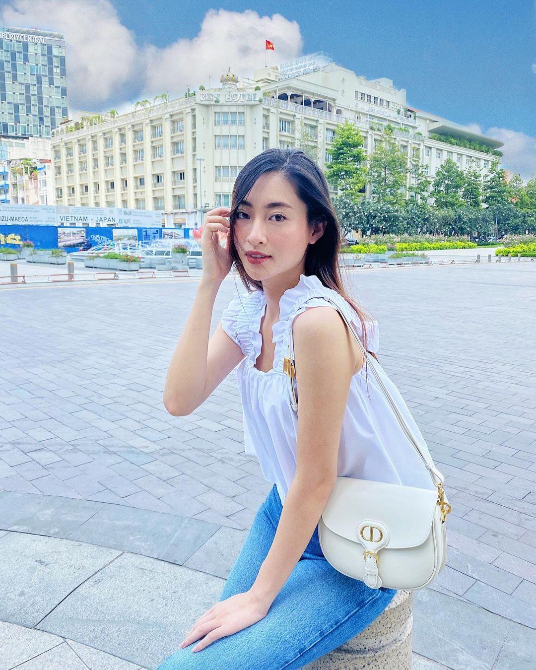 Sao Việt có loạt cách diện áo hai dây đẹp từ đi biển đến dạo phố mà trông chẳng phô phang - Ảnh 9