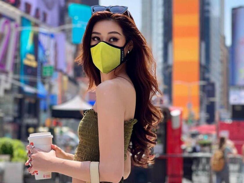Sao Việt 24h: Lý Nhã Kỳ bất ngờ khoe ảnh ôm người đàn ông giấu mặt, Khánh Vân 'thả dáng' sang chảnh ở New York