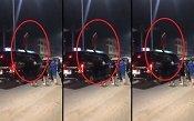 Nhóm thanh niên vật lộn giải cứu thiếu nữ mặc váy đỏ leo lên nóc ô tô nhảy múa điên cuồng