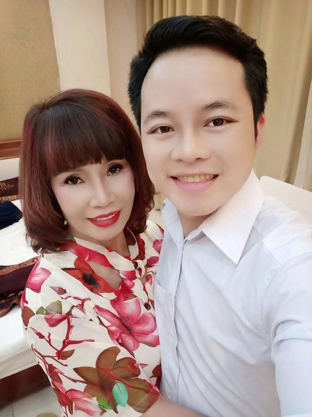 Bị tố lạnh nhạt với người vợ 62 tuổi, anh chồng Hoa Cương lên tiếng xác thực về tin đồn - Ảnh 1