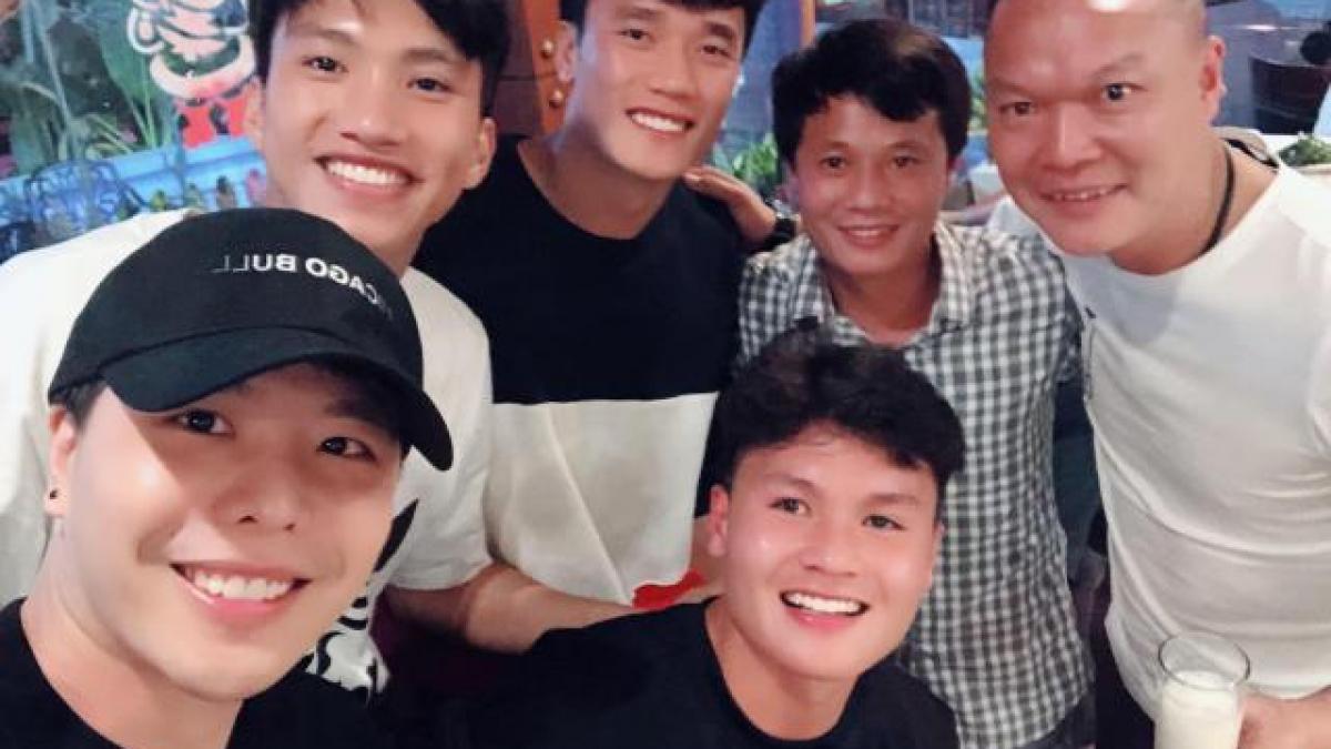 """Trịnh Thăng Bình đi tất niên cùng """"đội bóng cũ"""" toàn các tên tuổi hót hòn họt"""