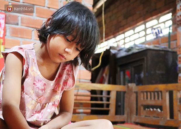 Bé gái 6 tuổi bỗng dậy thì sớm, người mẹ tuyệt vọng khi biết con bị khối u buồng trứng: 'Xin mọi người hãy cứu lấy con em' - Ảnh 1