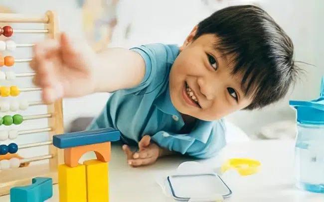 3 biểu hiện nhỏ nhưng cho thấy con bạn có não phải cực kỳ phát triển, trí thông minh bỏ xa bạn bè cùng trang lứa - Ảnh 1