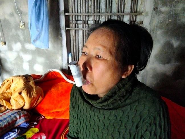 Nước mắt nữ sinh học giỏi không có cha, một mình chăm mẹ mắc bệnh hiểm nghèo 'Nếu mẹ có mệnh hệ gì em biết làm sao đây!' - Ảnh 2