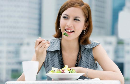 Bạn đang tìm cách ăn nhiều mà không tăng cân ngày Tết, hãy 'bỏ túi' 5 mẹo này - Ảnh 4