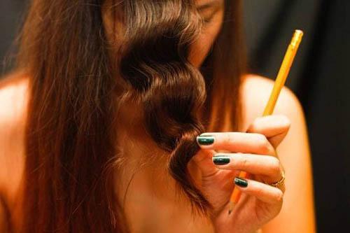 Ngày Tết xinh lung linh, không sợ  nhàm chán nhờ các cách uốn tóc tại nhà đẹp chuẩn salon này - Ảnh 4