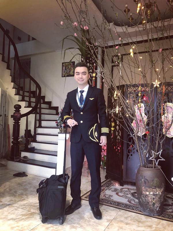 2 năm sau khi chia tay Âu Hà My, Hà Duy từ anh chàng tiều tụy xuống sắc nay ngày càng điển trai, đặc biệt còn vừa thăng chức tại Vietnam Airlines - Ảnh 5