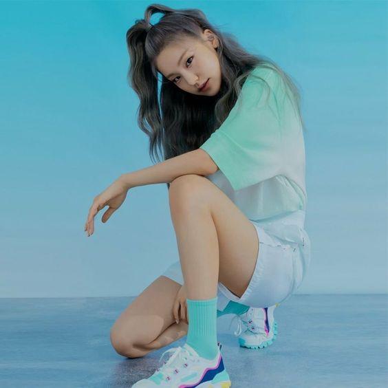 Những nữ idol Kpop sở hữu body chuẩn từng milimet, đôi chân dài đáng giá ngàn vàng khiến fan mê mệt  - Ảnh 3