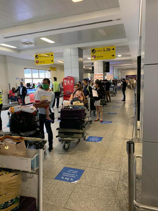 Đưa hơn 340 công dân Việt từ Angola về nước - Ảnh 2
