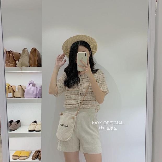Kiểu áo bạn nên sắm trước tiên thu này chính là cardigan len móc, diện lên xinh chuẩn Hàn Quốc - Ảnh 1