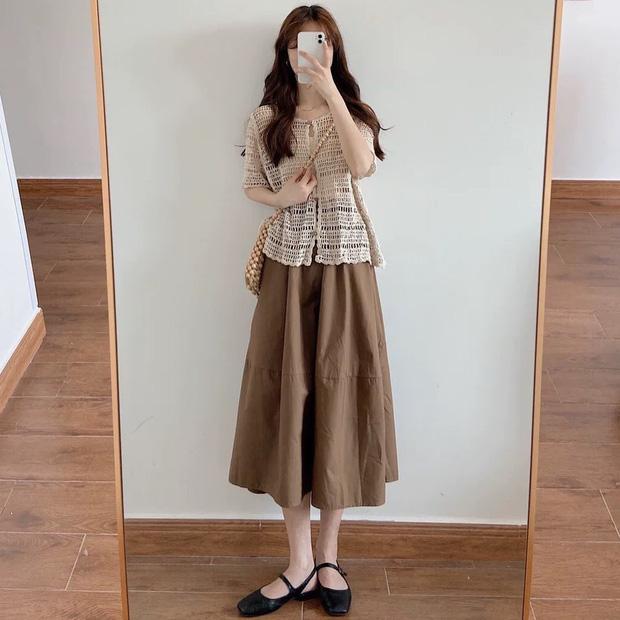 Kiểu áo bạn nên sắm trước tiên thu này chính là cardigan len móc, diện lên xinh chuẩn Hàn Quốc - Ảnh 2