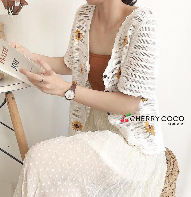 Kiểu áo bạn nên sắm trước tiên thu này chính là cardigan len móc, diện lên xinh chuẩn Hàn Quốc - Ảnh 9