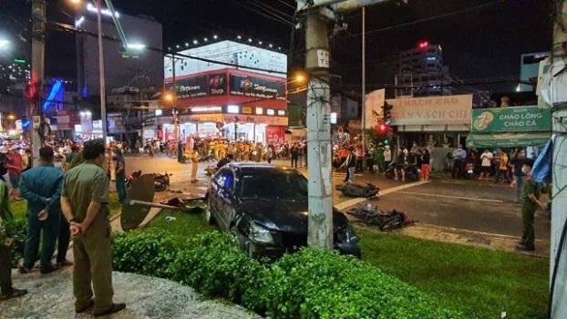 Nhân chứng kể lại giây phút cô gái 22 tuổi lái ô tô đâm 7 xe máy, hàng loạt người bị thương - Ảnh 3