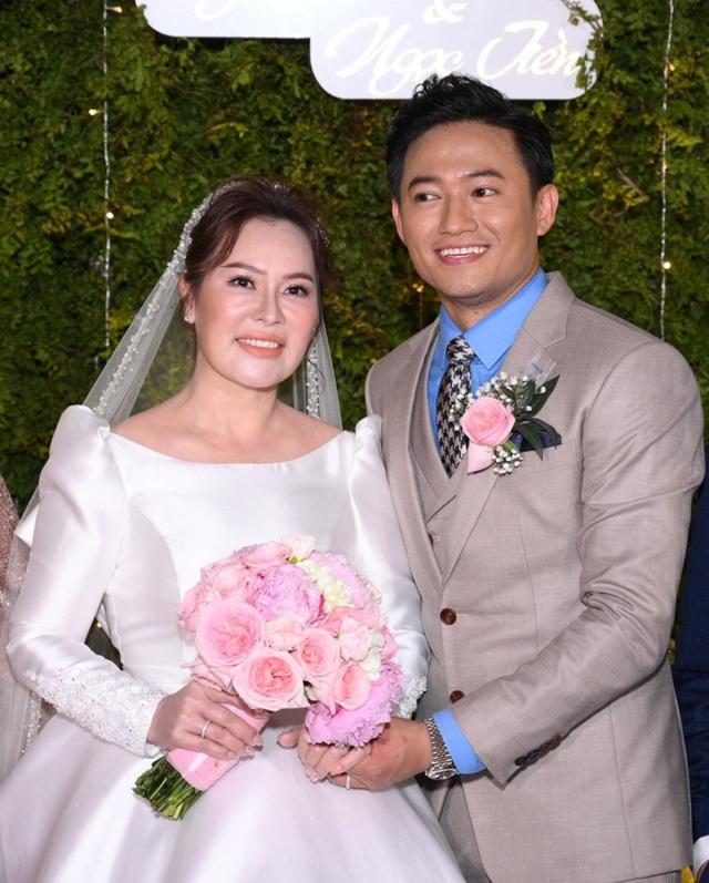 Hé lộ biệt thự hoành tráng của Quý Bình và vợ tổng giám đốc, nhìn qua đã biết 'không phải dạng vừa' - Ảnh 6