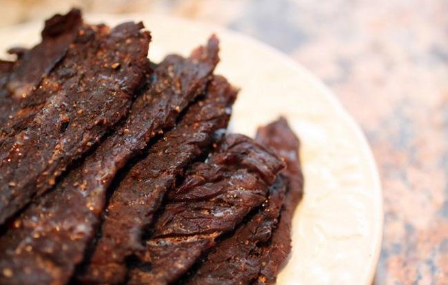 Cho thịt bò vào nồi cơm điện, hơn 40 phút là có mẻ bò khô cay cay, thơm lừng góc bếp - Ảnh 3