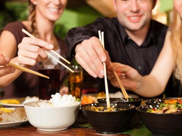 Điều gì xảy ra với cơ thể khi thường xuyên ăn tối sau 19 giờ? - Ảnh 2