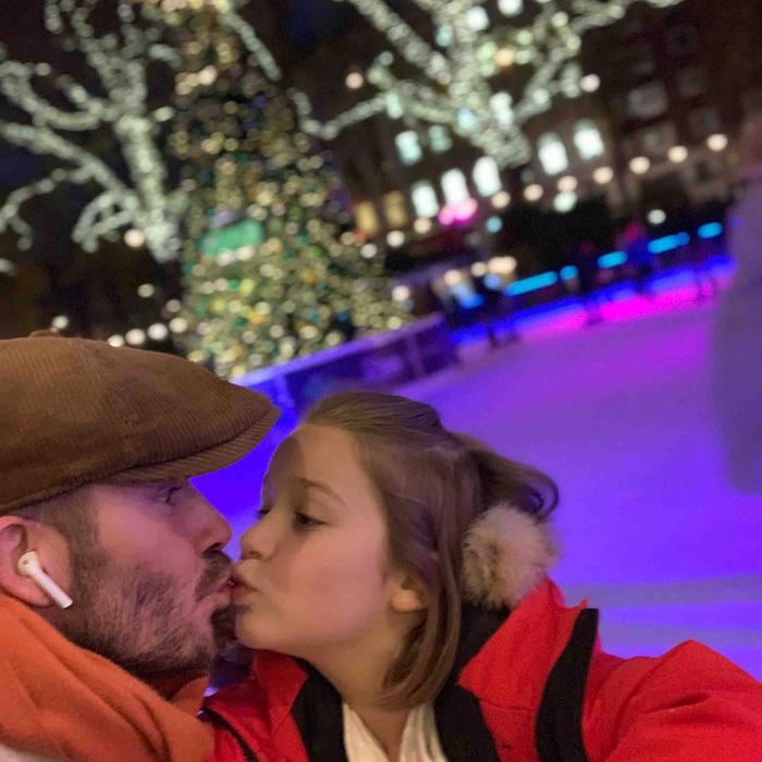 David Beckham thản nhiên hôn môi con gái út Harper, khiến dân mạng tranh cãi dữ dội - Ảnh 4