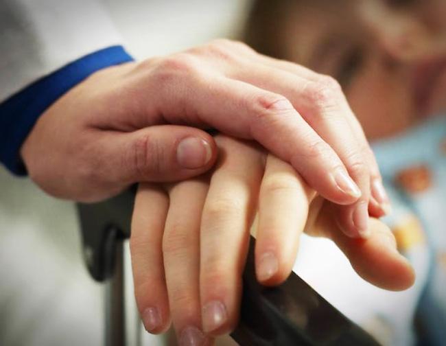 Người nhiều bệnh tật, sức khỏe kém thường có 5 dấu hiệu này trên bàn tay: Càng sớm khắc phục, tuổi thọ của bạn càng kéo dài! - Ảnh 1