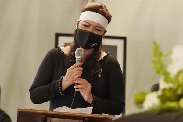 Phản ứng của ca sĩ Phương Loan khi xem clip tri ân cố nghệ sĩ Chí Tài tại Gala WeChoice 2020 - Ảnh 6