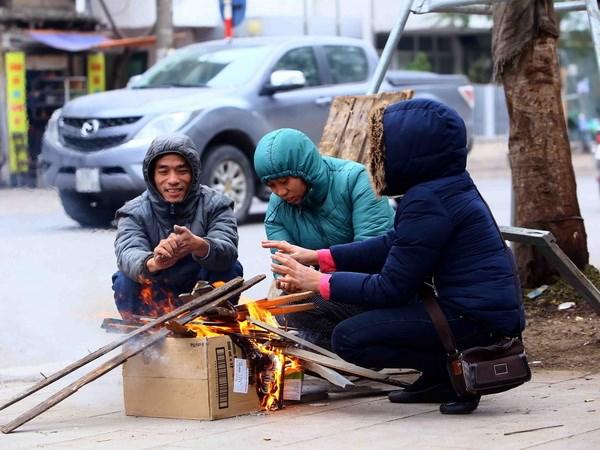 Hà Nội đón đợt rét mới, lạnh tê tái như cõi lòng học sinh lúc biết tin phải thi học kỳ vào Noel và Tết Dương lịch - Ảnh 1