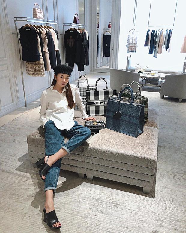 Diện quần jeans, chị em hãy học sao Việt mix với 4 kiểu giày sau là chuẩn chỉnh, còn kéo chân dài tít tắp - Ảnh 10