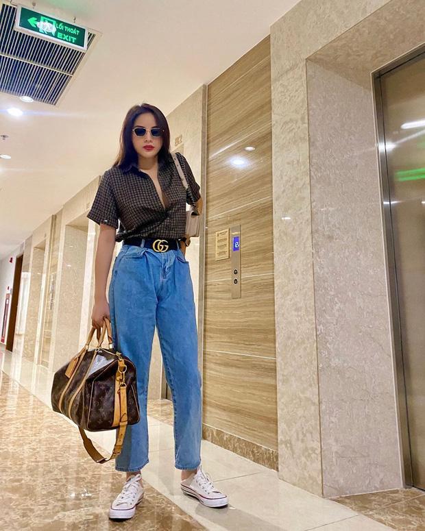 Diện quần jeans, chị em hãy học sao Việt mix với 4 kiểu giày sau là chuẩn chỉnh, còn kéo chân dài tít tắp - Ảnh 4