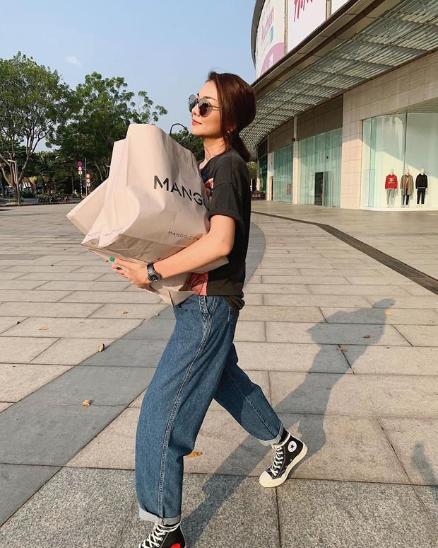 Diện quần jeans, chị em hãy học sao Việt mix với 4 kiểu giày sau là chuẩn chỉnh, còn kéo chân dài tít tắp - Ảnh 7