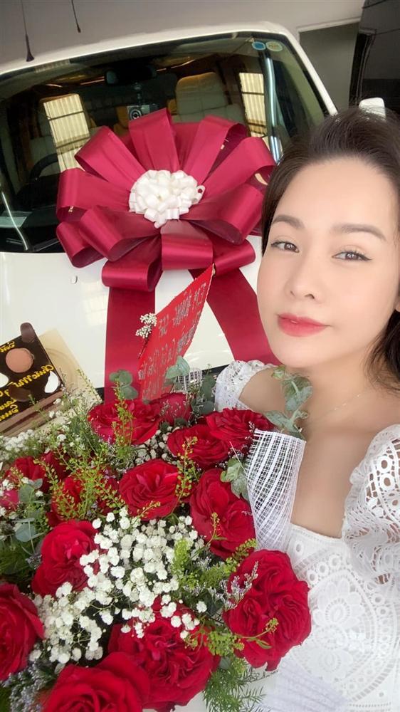 Nhật Kim Anh khoe xế xịn hậu ồn ào tình cảm với TiTi (HKT) - Ảnh 1