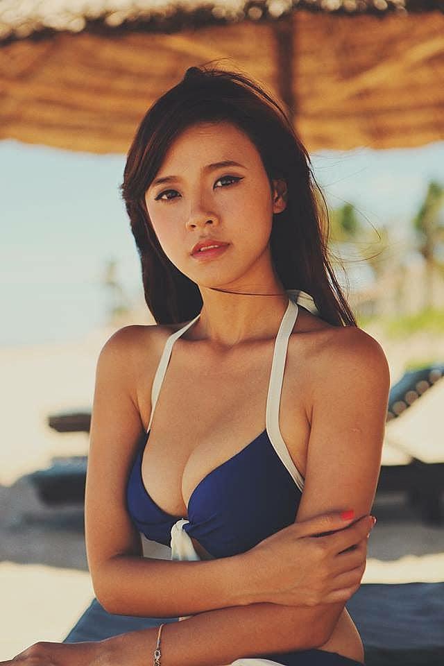 Nhiều lần bị chê gầy trơ xương nhưng những sao Việt này vẫn sở hữu vòng 1 'khủng' đến nghẹt thở: Ngọc Trinh, Hương Giang 'o ép' cũng thua bà bầu Hà Hồ - Ảnh 12