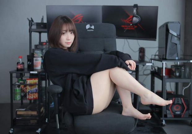 Nữ cosplayer khoe trải nghiệm ghế gaming mới, cộng đồng chỉ chú ý 'tâm hồn' đẹp! - Ảnh 1