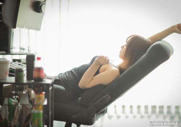 Nữ cosplayer khoe trải nghiệm ghế gaming mới, cộng đồng chỉ chú ý 'tâm hồn' đẹp! - Ảnh 10