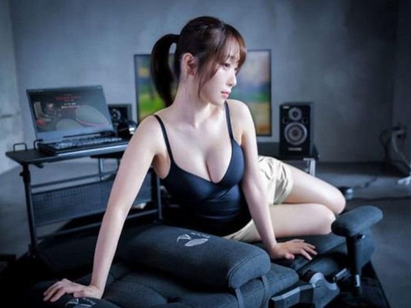 Nữ cosplayer khoe trải nghiệm ghế gaming mới, cộng đồng chỉ chú ý 'tâm hồn' đẹp! - Ảnh 11