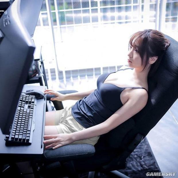 Nữ cosplayer khoe trải nghiệm ghế gaming mới, cộng đồng chỉ chú ý 'tâm hồn' đẹp! - Ảnh 4