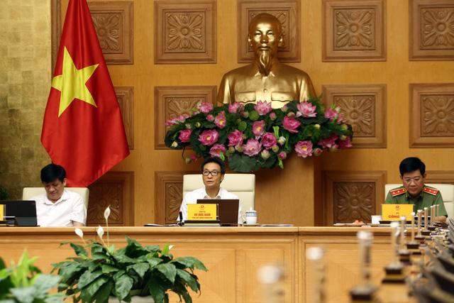 Phó Thủ tướng Vũ Đức Đam: Dập dịch nhanh nhất có thể, siết chặt lại kỷ cương trạng thái bình thường mới - Ảnh 1