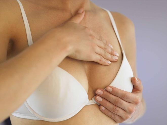 Thấy có những dấu hiệu này trên ngực thì hội con gái chớ chủ quan mà cần đi khám ngay - Ảnh 1