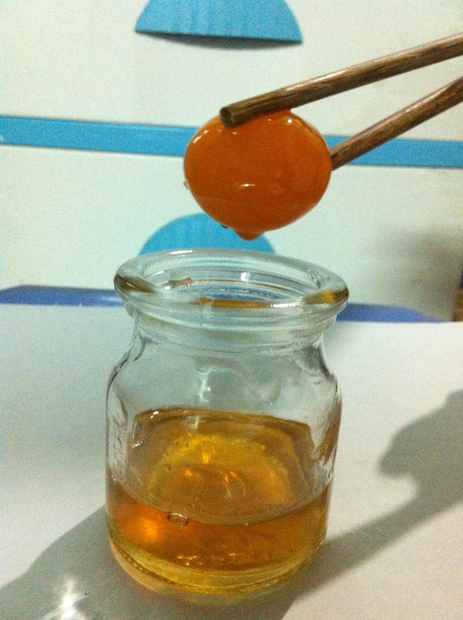 Trứng gà ngâm mật ong - thần dược giúp da trẻ mãi không già