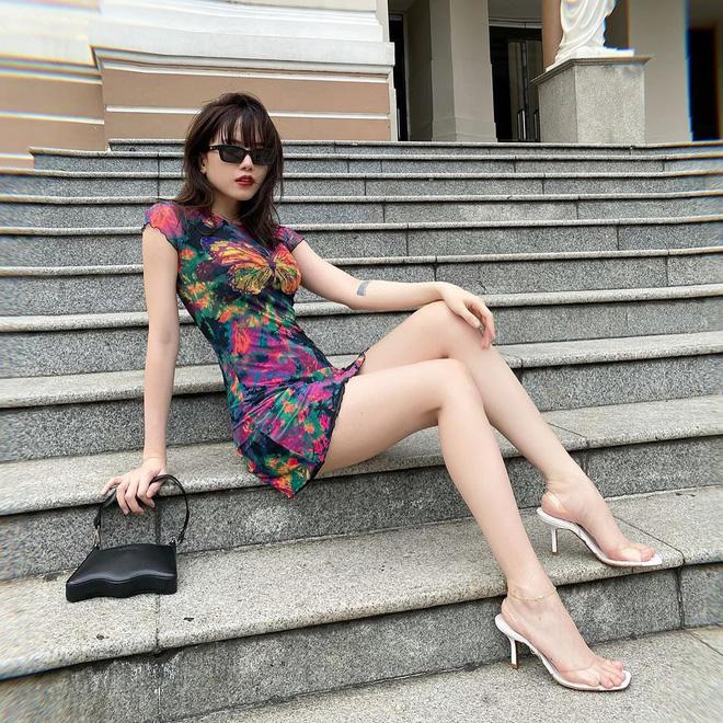 5 kiểu giày mát mẻ, mix đồ nào cũng hợp lại còn kéo dài chân được sao Việt diện tới tấp, nàng nào cũng nên thử - Ảnh 2