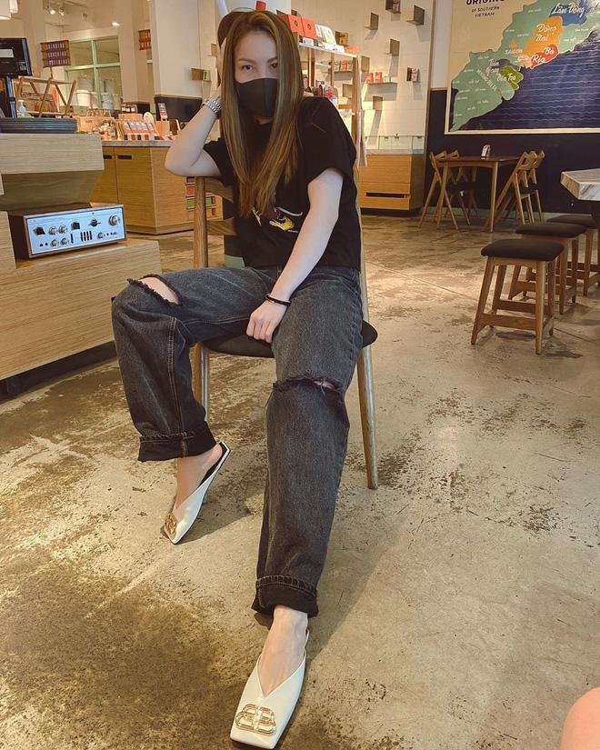 5 kiểu giày mát mẻ, mix đồ nào cũng hợp lại còn kéo dài chân được sao Việt diện tới tấp, nàng nào cũng nên thử - Ảnh 9