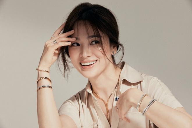 Nghịch lý Song Hye Kyo: Làm mẫu thời trang thì bị chê, quảng bá trang sức lại sang như bà hoàng - Ảnh 9