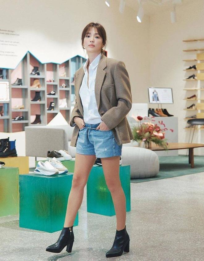 Nghịch lý Song Hye Kyo: Làm mẫu thời trang thì bị chê, quảng bá trang sức lại sang như bà hoàng - Ảnh 3