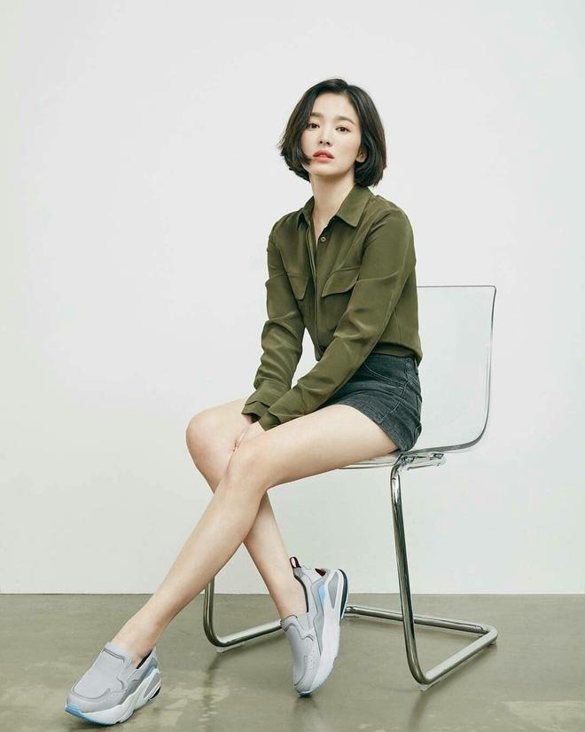 Nghịch lý Song Hye Kyo: Làm mẫu thời trang thì bị chê, quảng bá trang sức lại sang như bà hoàng - Ảnh 4
